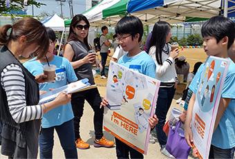 지도밖행군단 10기가 홍대걷고싶은거리에서 캠페인 진행